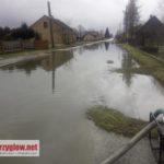 Kłudzice: wypompowanie wody z jezdni [AKTUALIZACJA]