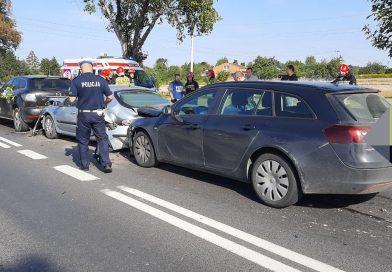 4 samochody osobowe zderzyły się na DK 12 w Poniatowie